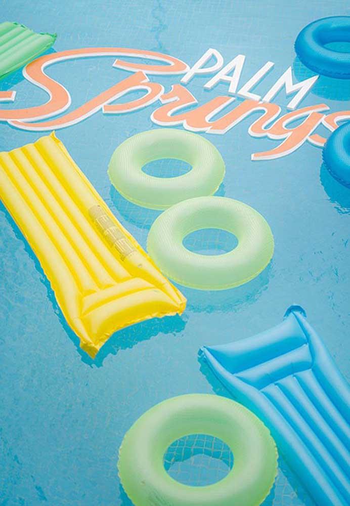 Com muita criatividade você consegue fazer uma decoração bem colorida e chamativa na pool party festa.