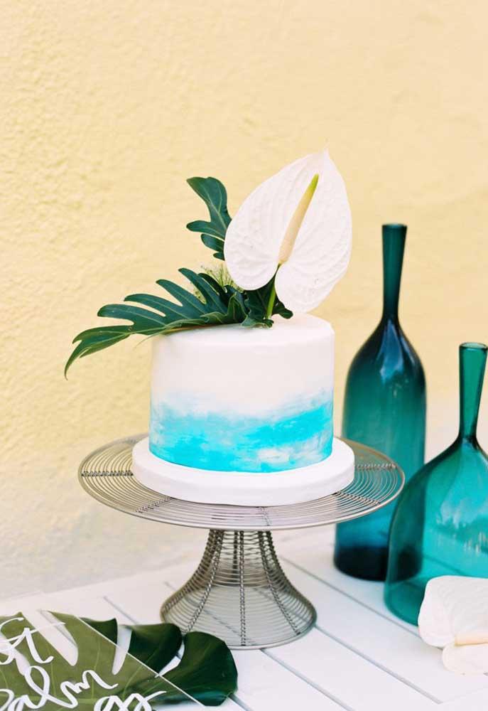 Um bolo simples, bonito e gostoso para comemorar o aniversário no estilo festa na piscina.