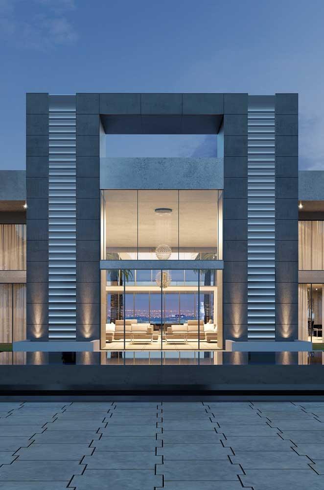Cores neutras e linhas retas marcam a fachada dessa mansão moderna