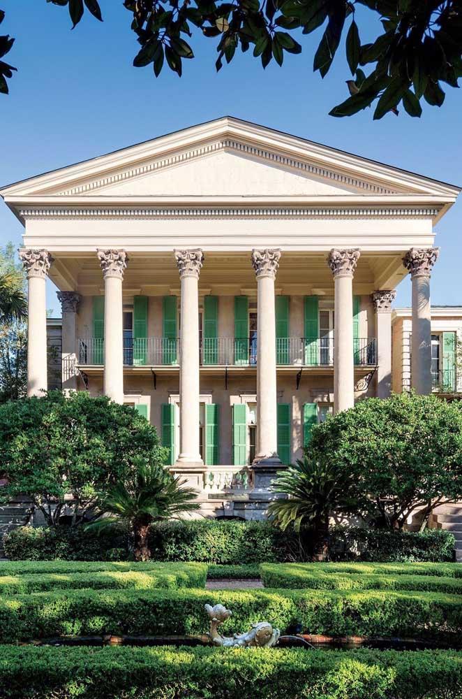Modelo tradicional de mansão com inspiração na arquitetura clássica antiga