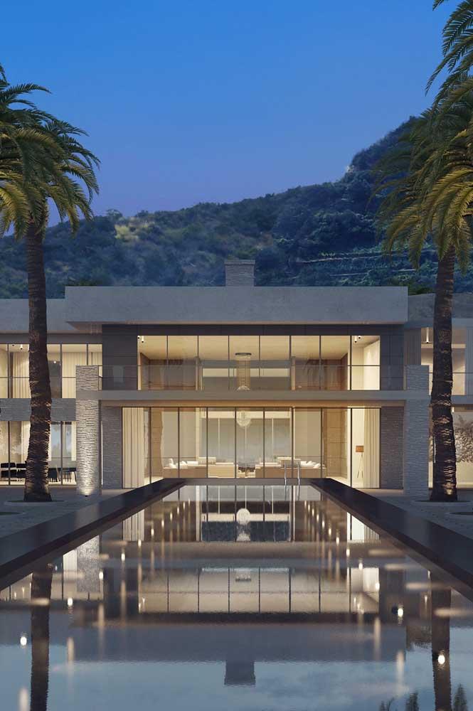 Já aqui nessa outra mansão é a modernidade que ganha espaço apresentada em linhas retas e em materiais como o vidro