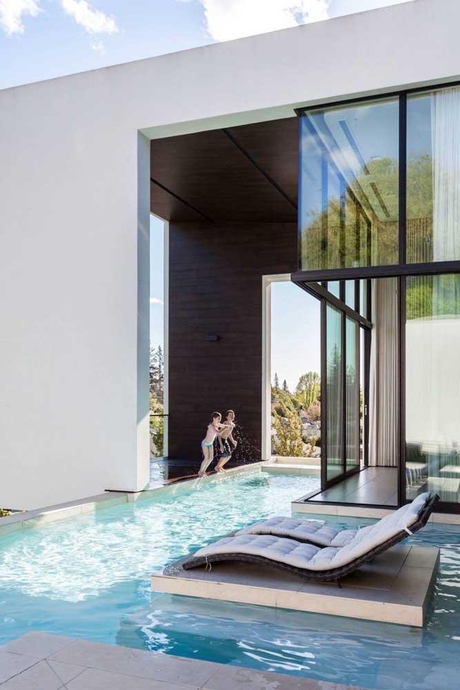 Mansão que é mansão tem que ter piscina!