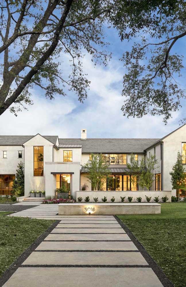 Projeto de mansão ampla, mas com uma arquitetura mais simples, será que essa cabe no seu orçamento?