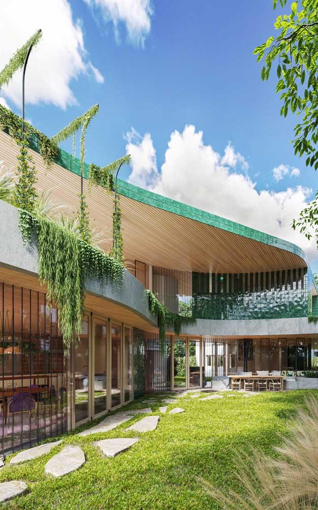 Nessa mansão, as linhas curvas imprimem o conceito contemporâneo de arquitetura