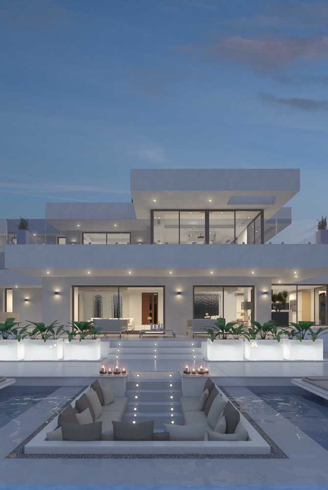 Mansão moderna branca: a cor mais clássica e tradicional para esse tipo de construção