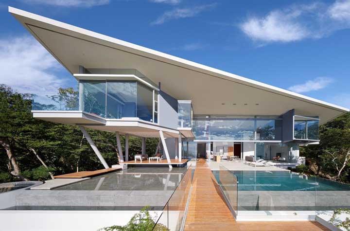 Modernidade em todos os traços: essa linda mansão se destaca pelas suas linhas retas e bem marcadas, pela integração dos ambientes e pelas grandes aberturas que permitem a entrada abundante de luz natural