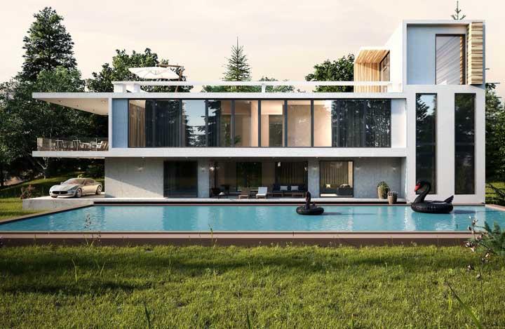 Mansão moderna com três pavimentos e piscina, sendo que o último andar foi dedicado a uma área de convívio social