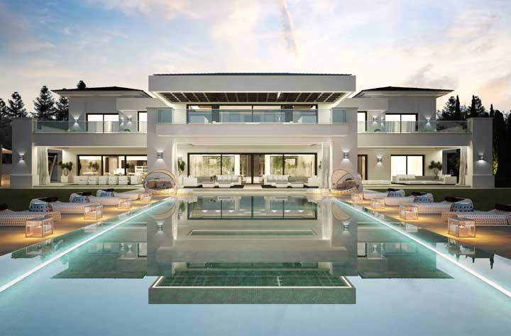 Nessa outra mansão, a piscina parece conduzir até a entrada principal
