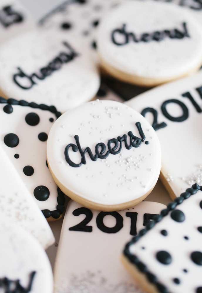Que tal preparar uns biscoitinhos personalizados para a ceia de ano novo?