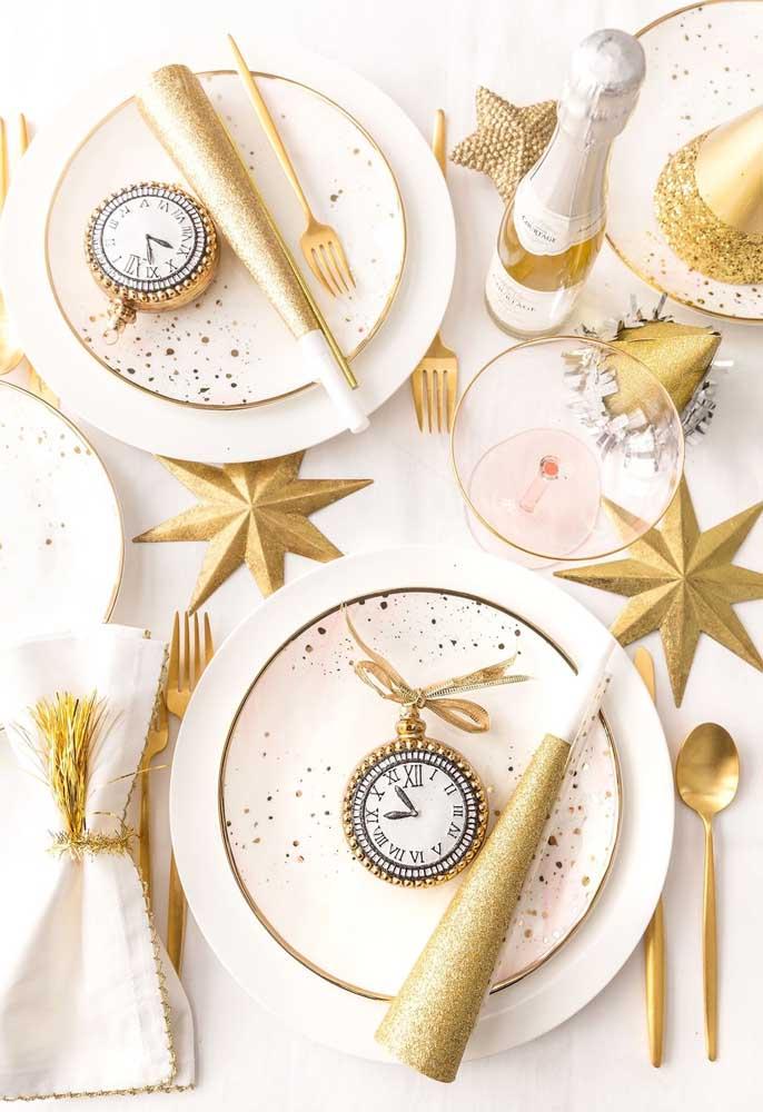 Na ceia de ano novo para duas pessoas não deixe de caprichar na decoração para celebrar esse momento único.