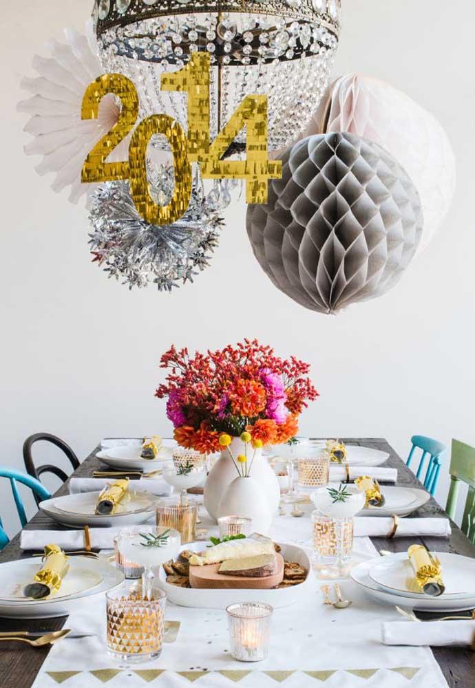 Faça você mesmo a decoração da mesa da ceia de ano novo.
