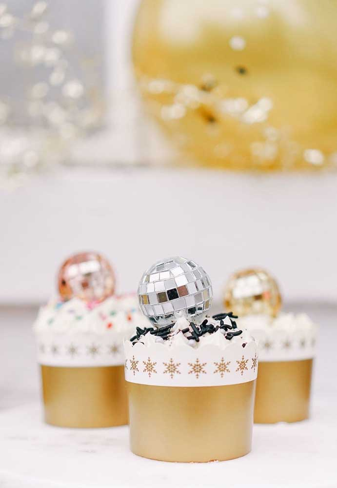 Olha que cupcake mais chique para colocar na sua ceia de ano novo.