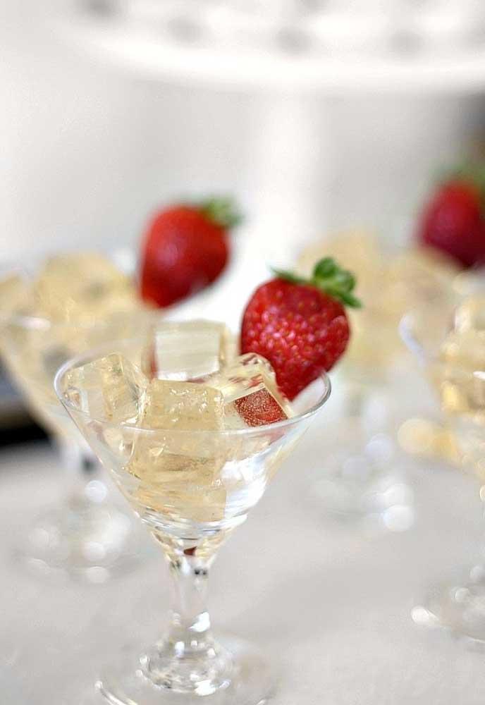Prefira servir as bebidas de ano novo em taças.