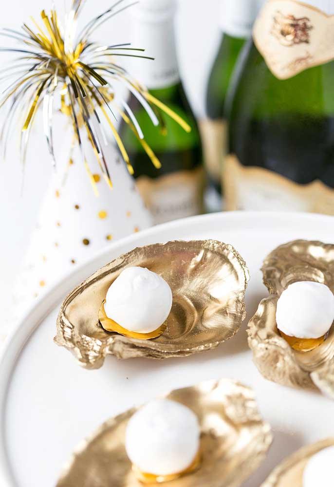 Olha que taça luxuosa para servir as sobremesas da ceia de ano novo.