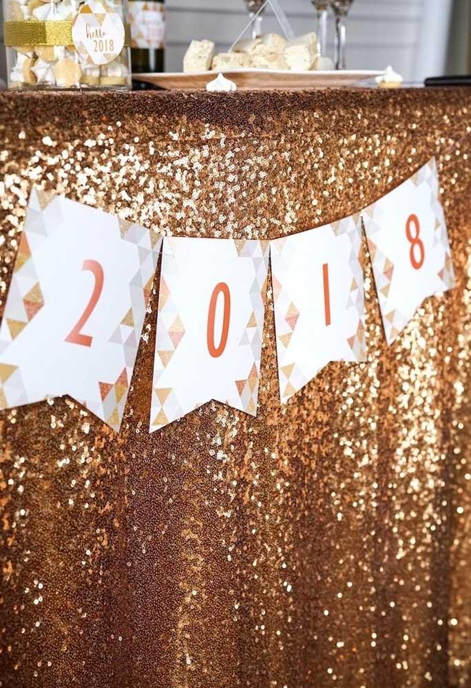 Para quem deseja fazer uma decoração para a ceia de ano novo simples e barata.