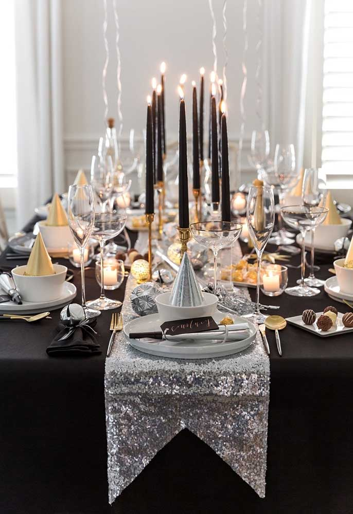 Quer fazer uma ceia de ano novo que seja moderna e sofisticada? Aposte nas cores preta, dourada e branca.