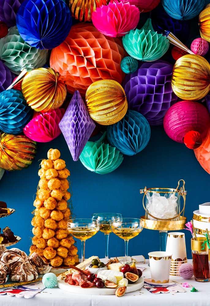 Olha que ideia diferente para quem deseja fazer uma decoração totalmente colorida para a ceia de ano novo.