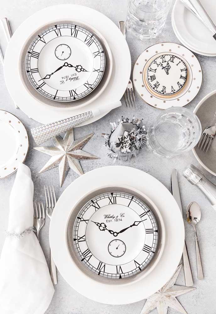 Mas o relógio não pode faltar para todos fazerem a contagem regressiva para o novo ano que está chegando.