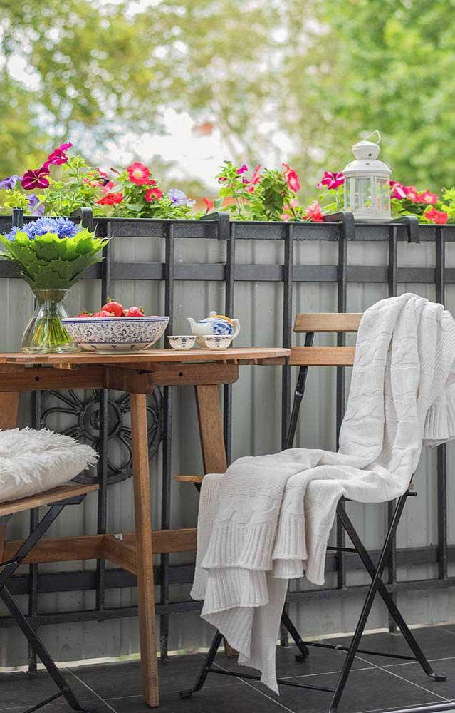 Os momentos de relaxamento e descanso ficam muito melhores na companhia das belas flores de petúnia