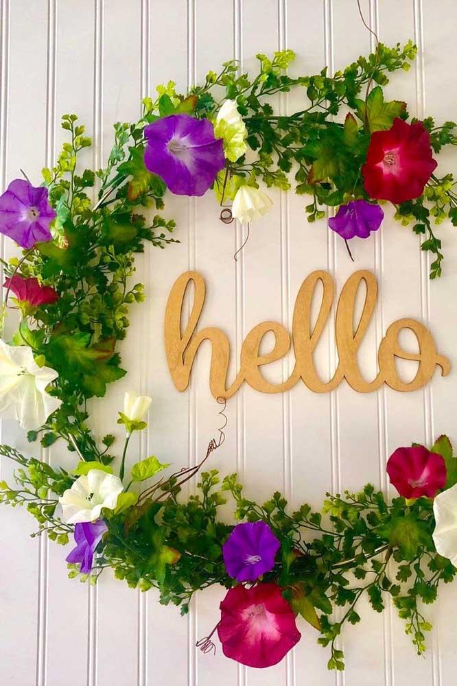 Pode anotar mais essa sugestão: guirlanda com flores de petúnia