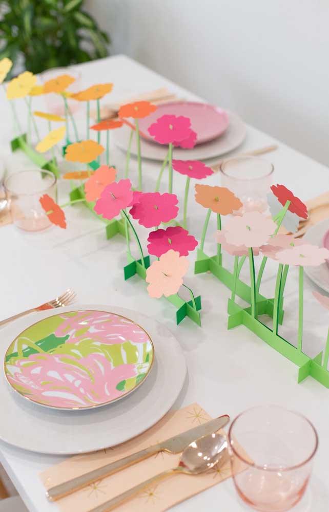 Petúnias de papel para decorar a mesa da festa, outra ótima dica de decoração com a flor