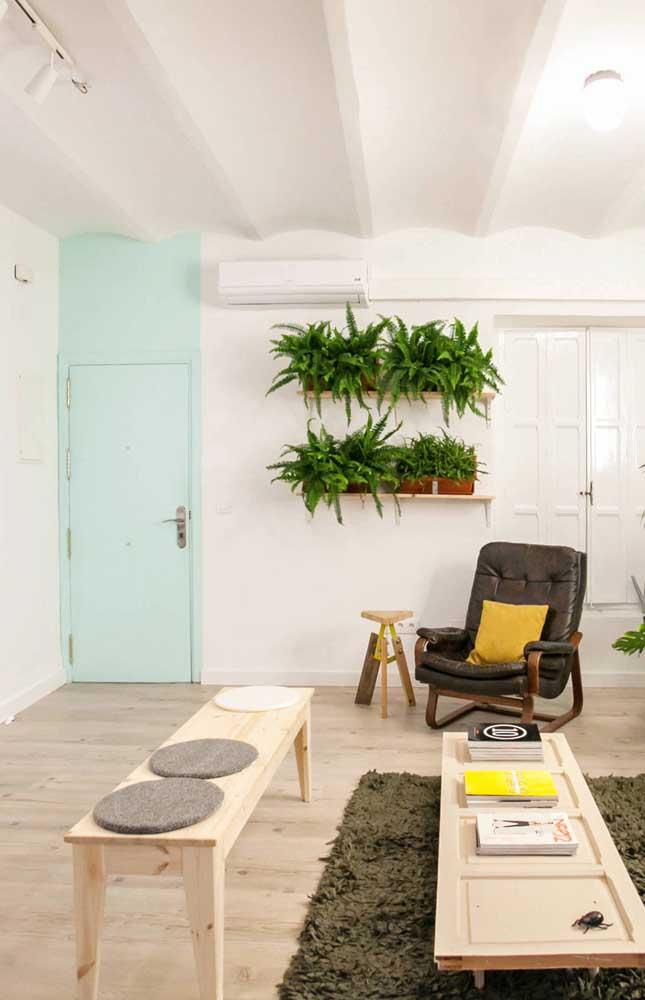 Uma decoração verde simples, mas, ao mesmo tempo, impactante para esse apartamento