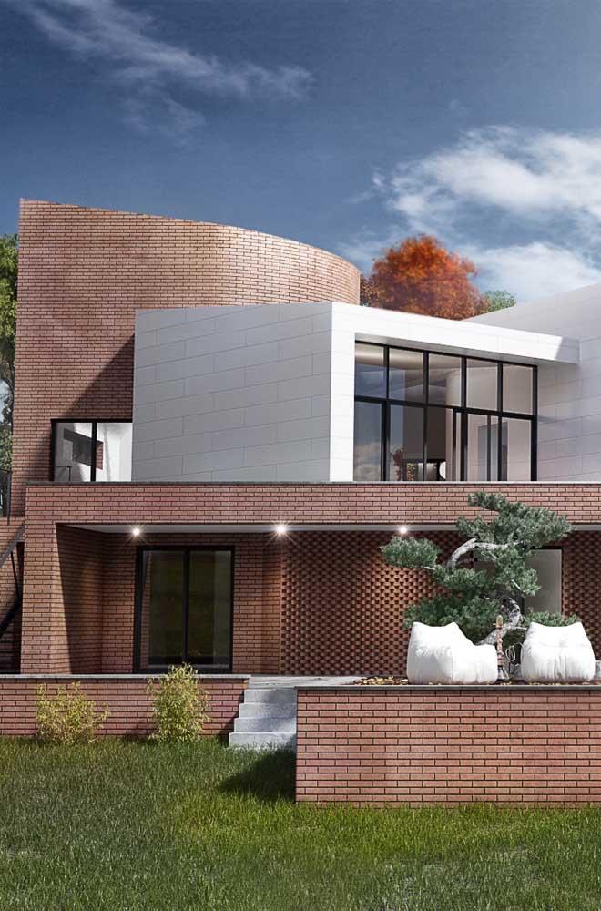 Nem só de casas rústicas e de campo vivem os tijolos ecológicos; hoje em dia é possível ver muitas casas de arquitetura contemporânea construídas com o material