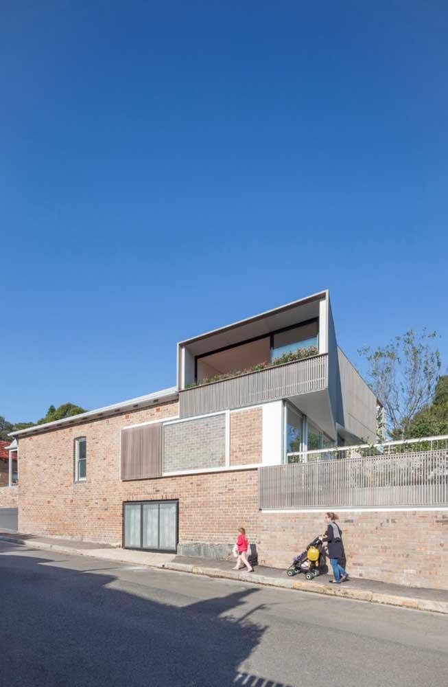 Assim como qualquer sistema de construção, os tijolos ecológicos permitem o uso de todo tipo de portas e janelas