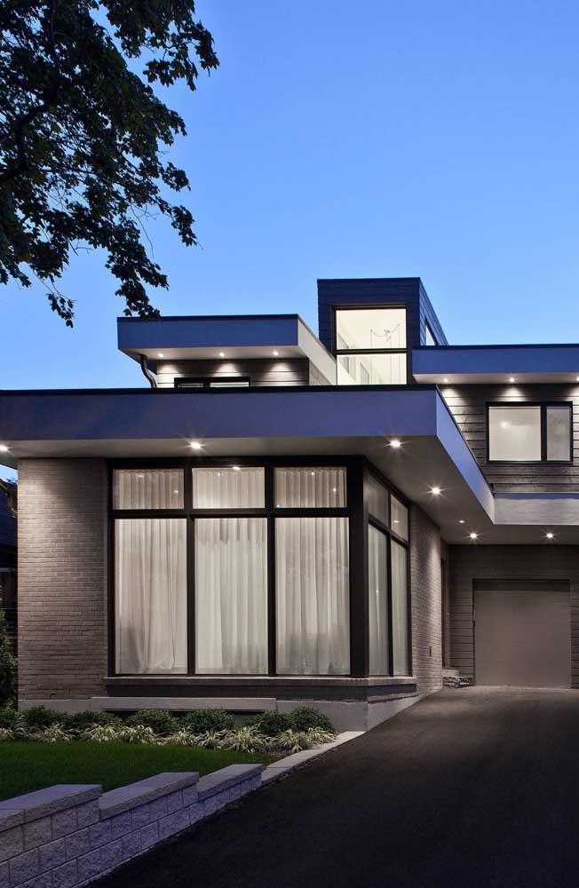 Poderia ser uma típica casa de alvenaria, mas é de tijolo ecológico