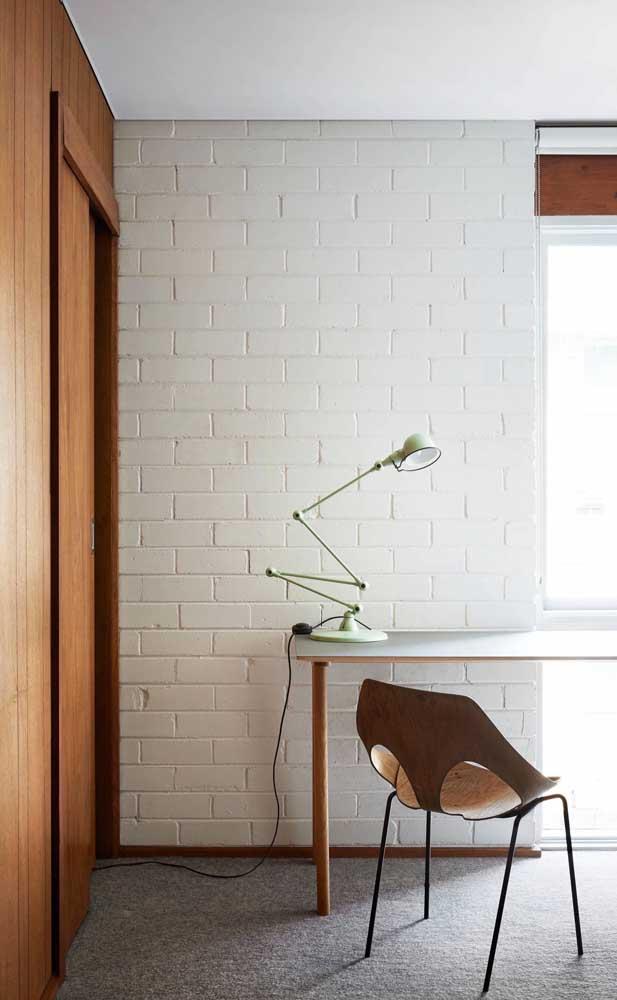 Ambiente super moderno com parede de tijolo ecológico branco