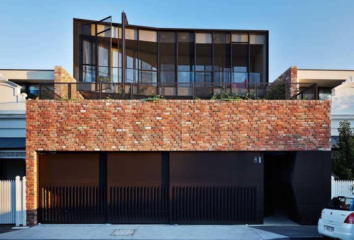 Uma fachada perfeita para quem curte o estilo rústico dos tijolos aparentes