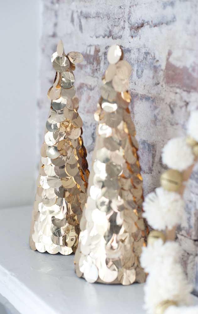 Árvore de natal dourada feita com lantejoulas, ideia muito criativa