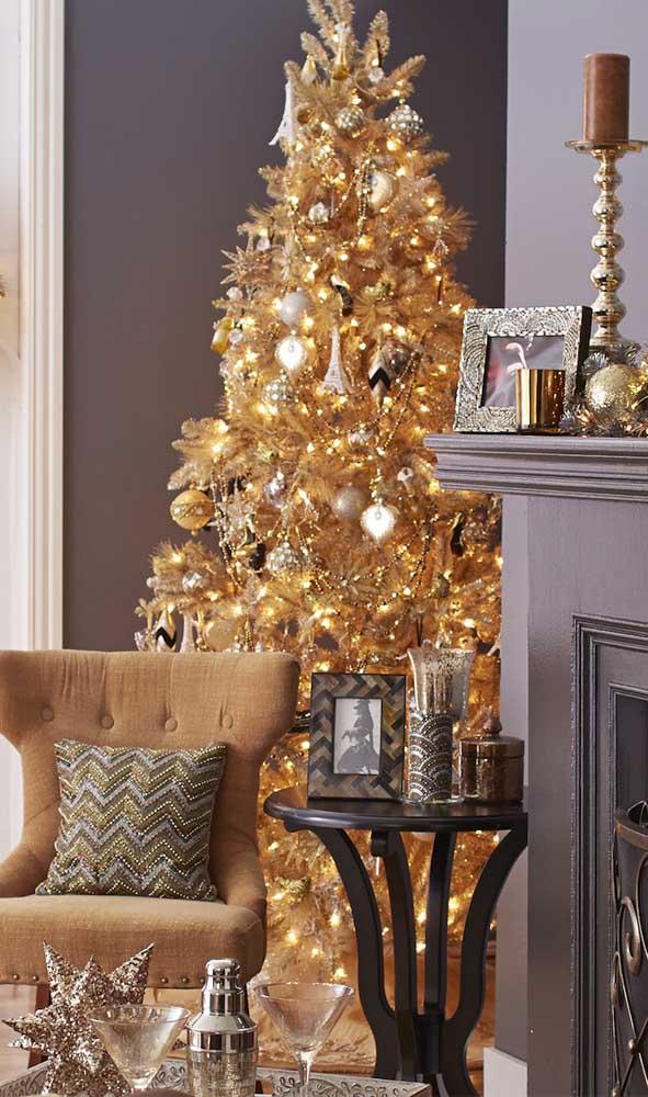 Que linda referência de árvore de natal dourada em tamanho grande!
