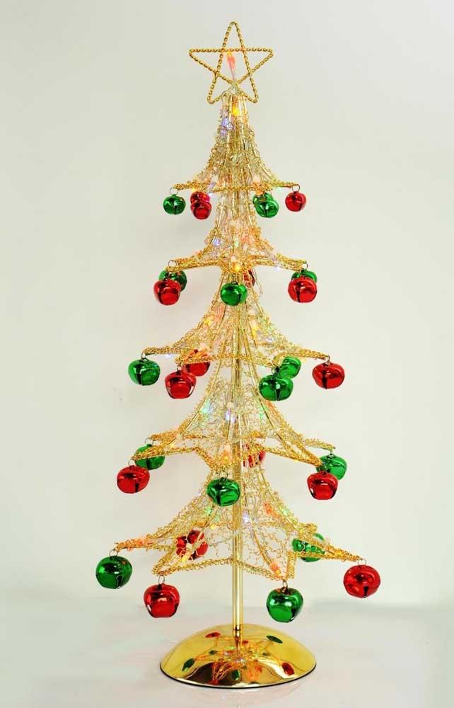 Árvore de natal dourada pequena e simples para provar que o natal existe para todos os gostos e bolsos