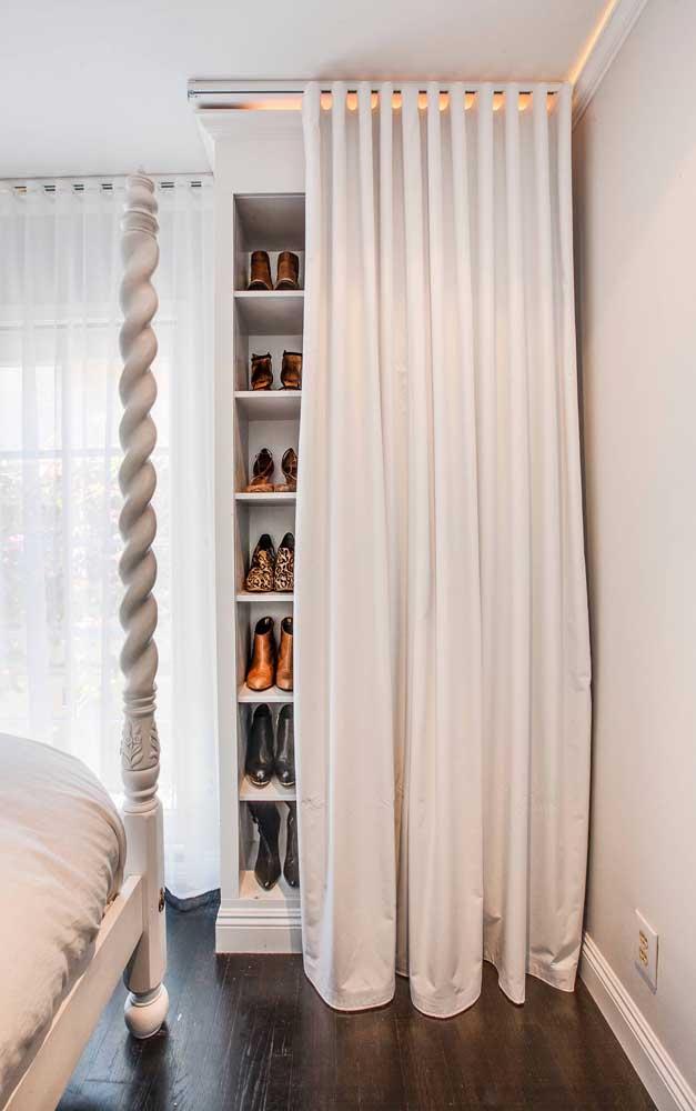 Modelo de closet de gesso simples, pequeno e com cortina: um projeto personalizado e muito mais acessível financeiramente