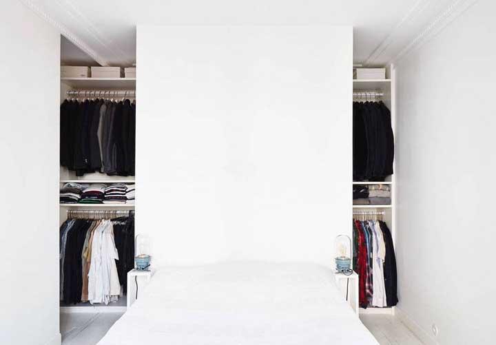 Esse modelo de closet de gesso foi projetado para ficar ao fundo do quarto, mais precisamente, atrás da cama