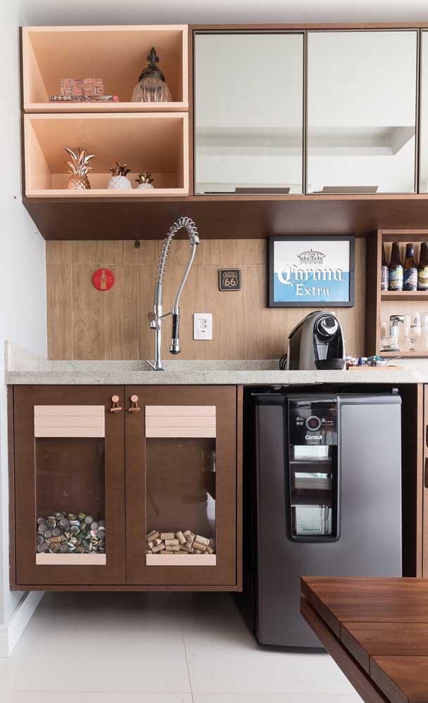 Hoje em dia a maior parte dos armários de cozinha já contam com nichos abertos embutidos, especialmente aqueles feitos sob medida