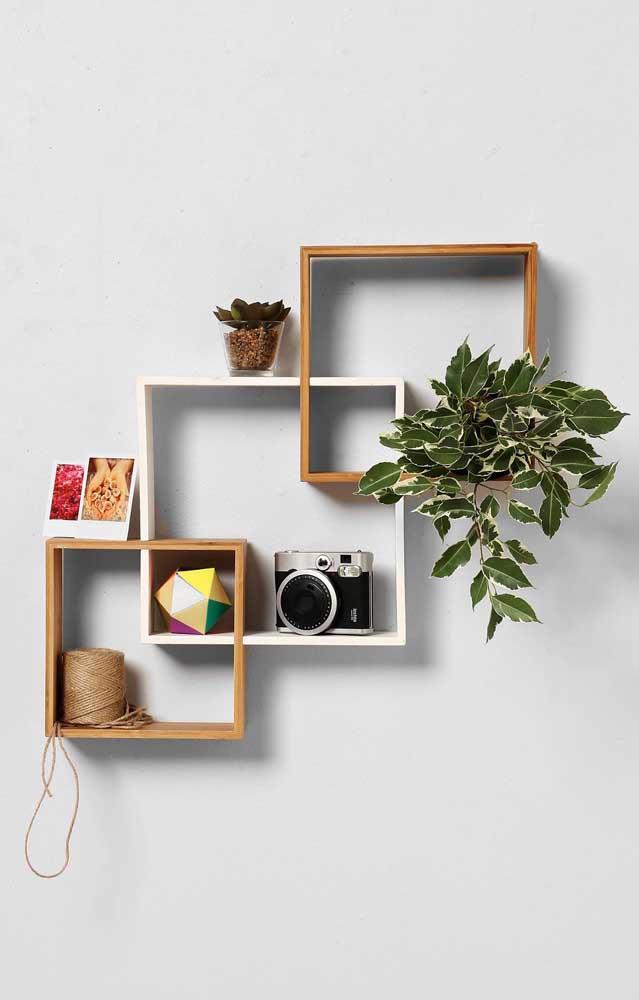 Intersecção de nichos de madeira na parede