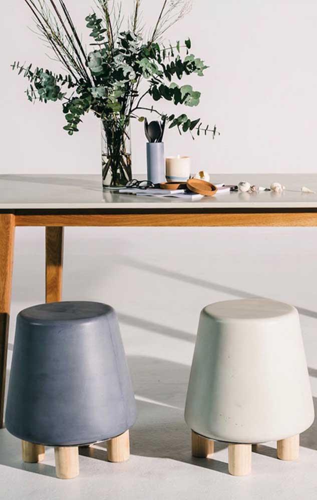 Um banco de concreto rechonchudinho e bem estiloso para decorar a casa; repare que é possível personalizá-lo como quiser