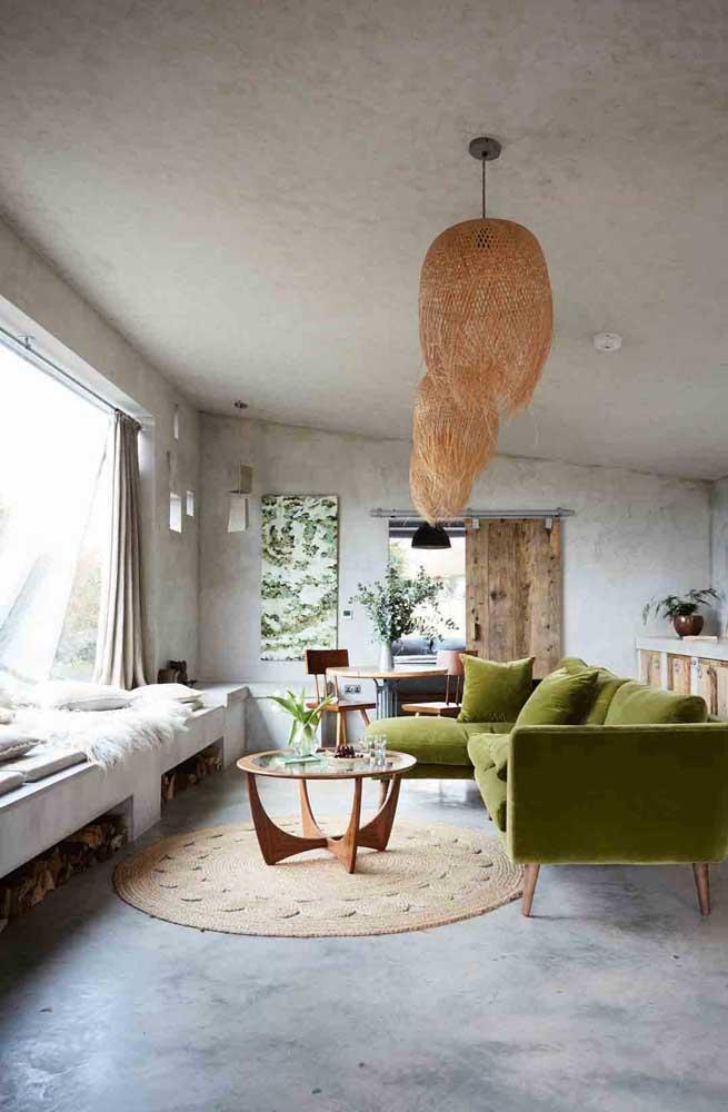 O banco de concreto também pode ser o lugar ideal para armazenar as lenhas da lareira
