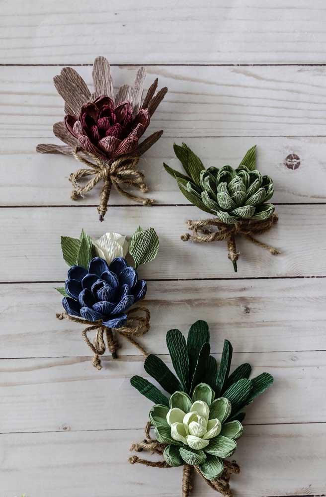 Não só flores vive o papel crepom; plantas, como as suculentas da foto, ficam lindas nesse tipo de papel e são ótimas para decorações mais rústicas