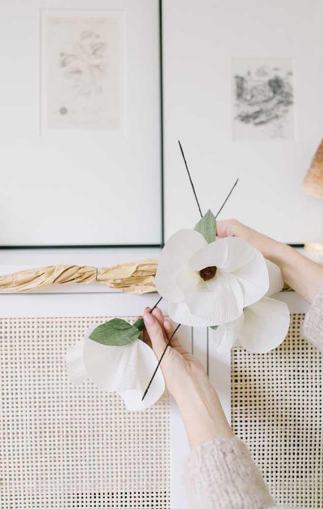 Modelo simples de flor de papel crepom para ser usada como e onde quiser