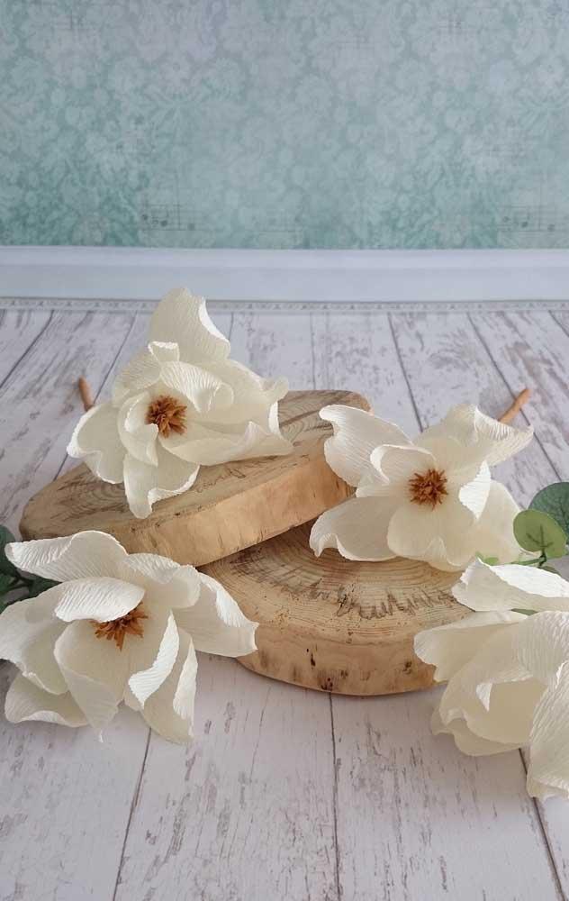 Flores soltas de papel crepom ideais para compor arranjos solitários em festas ou até mesmo na decoração da casa