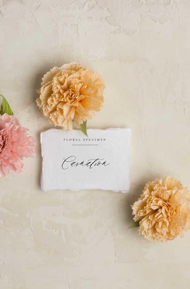 Quanto mais volumosa, mais bonita fica a flor de papel crepom
