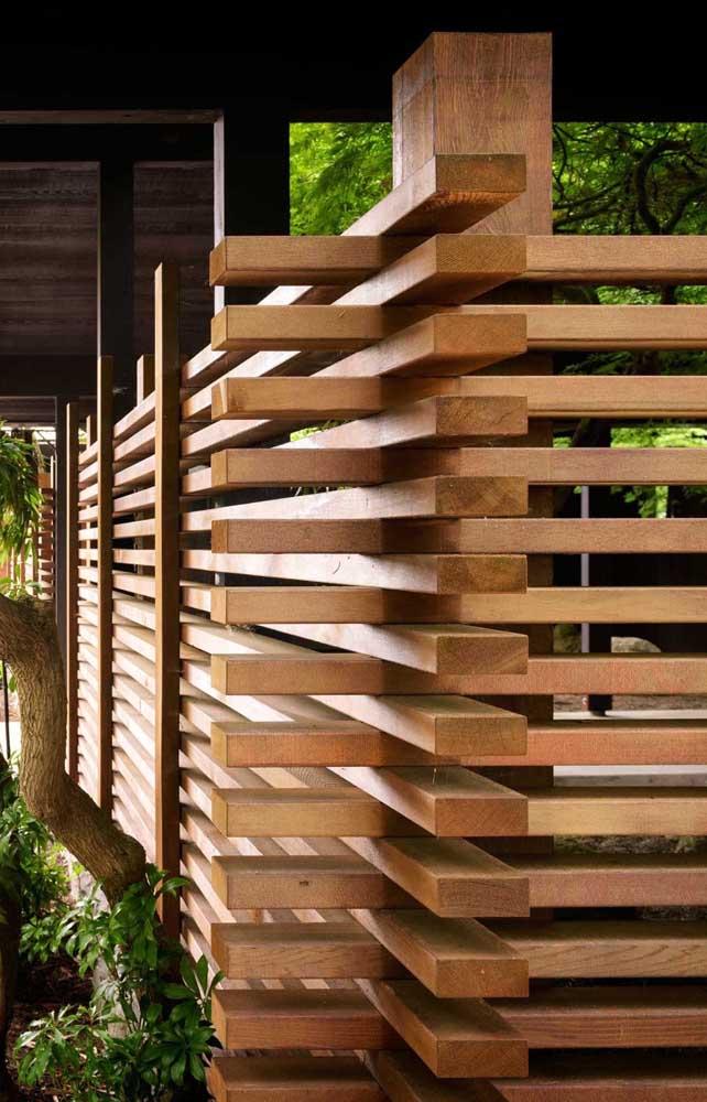 Opção moderna e diferenciada de montagem da cerca de madeira
