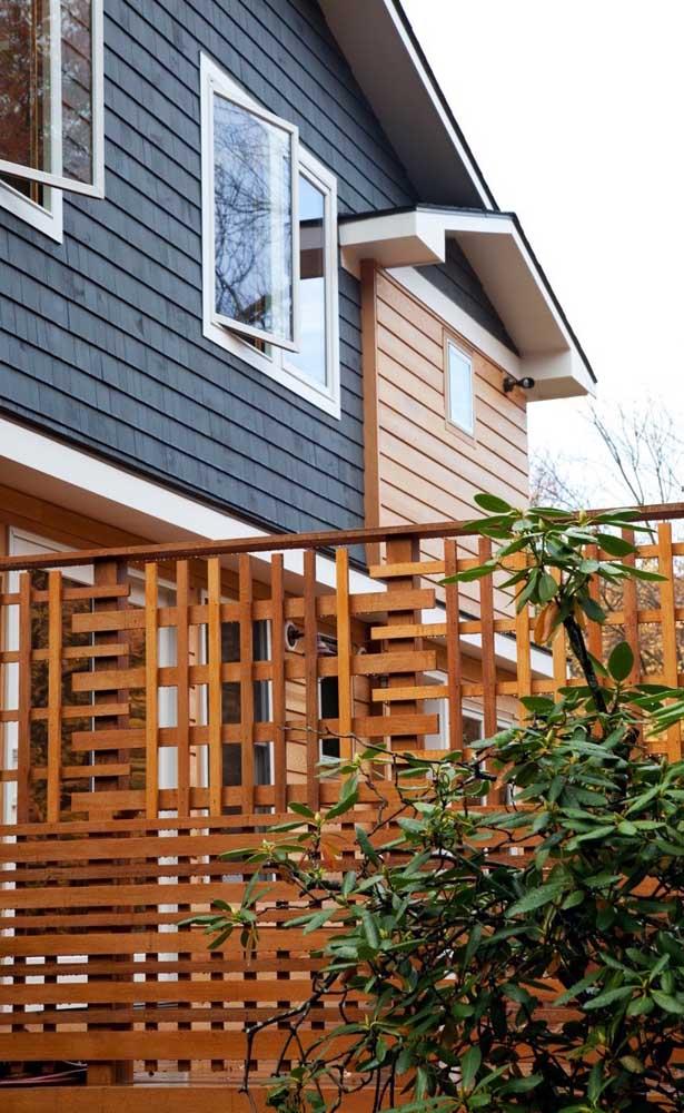 Inspiração criativa e original de cerca de madeira para delimitar o terreno da casa