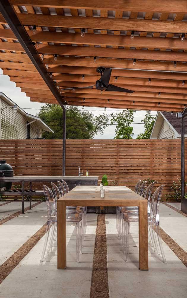 Cerca de madeira para o espaço gourmet moderno da casa