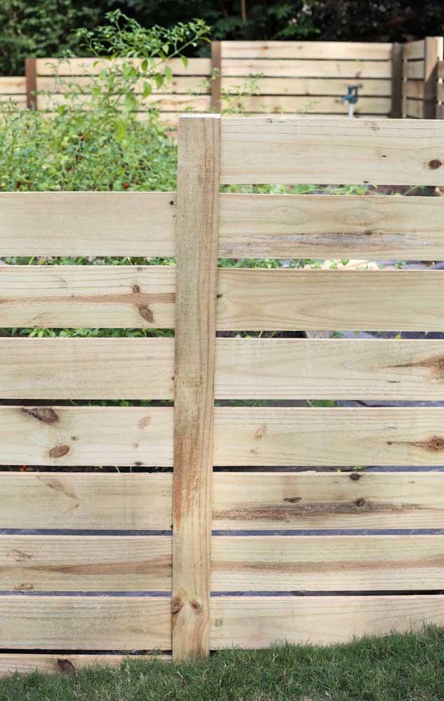 Detalhes de perto de uma cerca de madeira simples