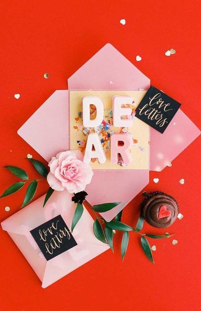 Modelo de cartão criativo feito com doces para dar de presente para o namorado