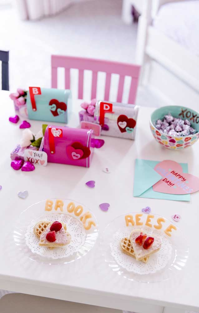 Opção de mesa posta para surpreender o namorado com um café da manhã